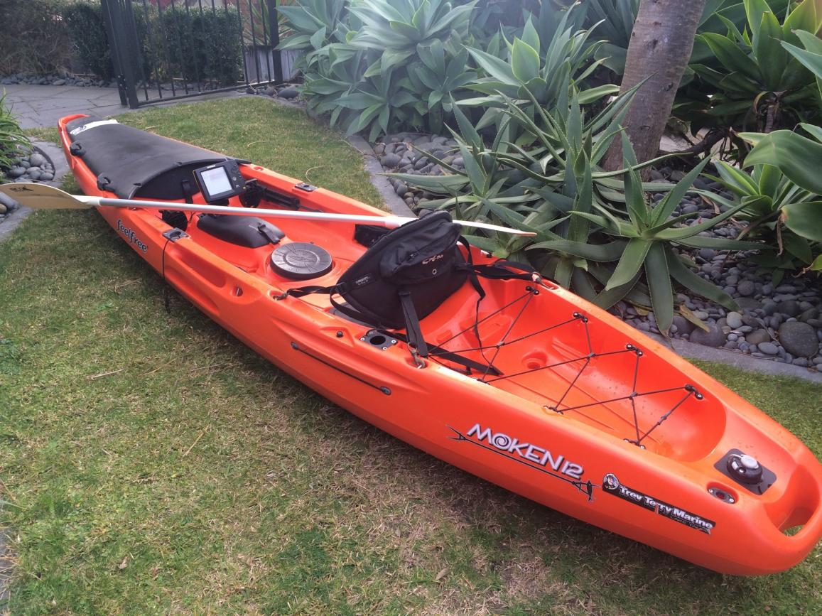 Fs moken 12 feel free kayak with hummingbird 550x fish for Fish finders for kayaks
