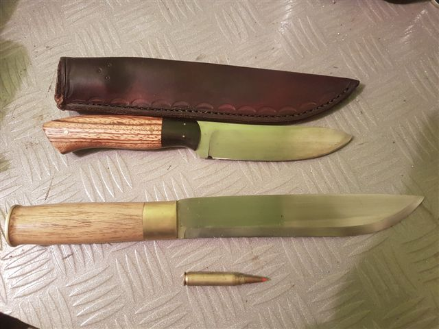 Name:  2 knives.jpg Views: 89 Size:  74.5 KB
