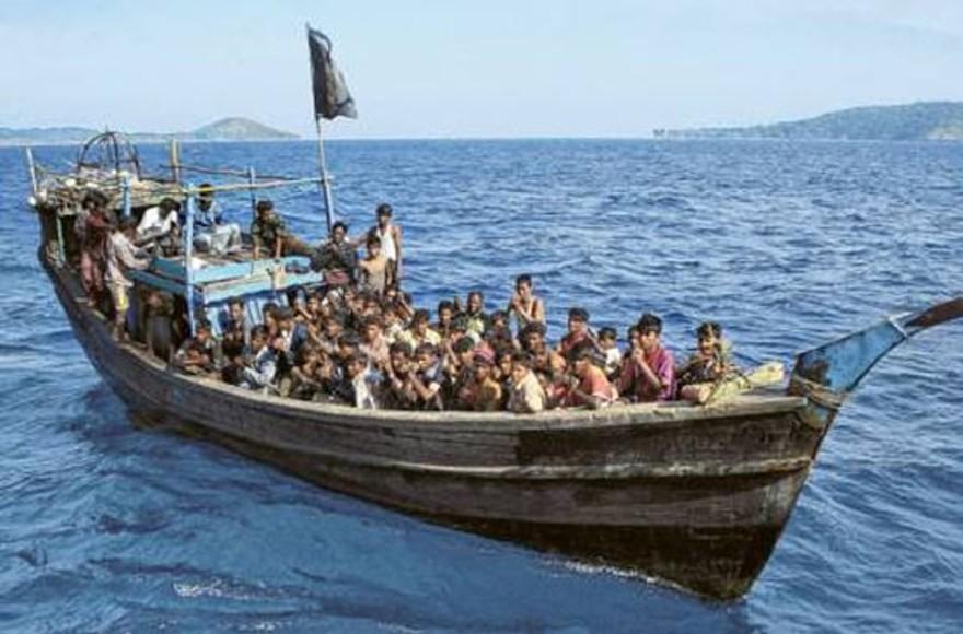 Name:  7774440458_boat-people.jpg Views: 430 Size:  109.7 KB