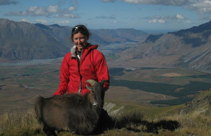 Name:  rels and her Tahr.jpg